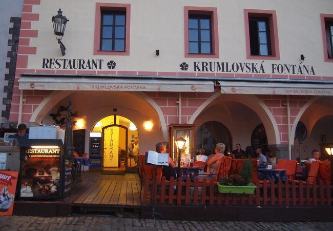 中心広場に面したレストラン クロムロフスカ フォンタナ