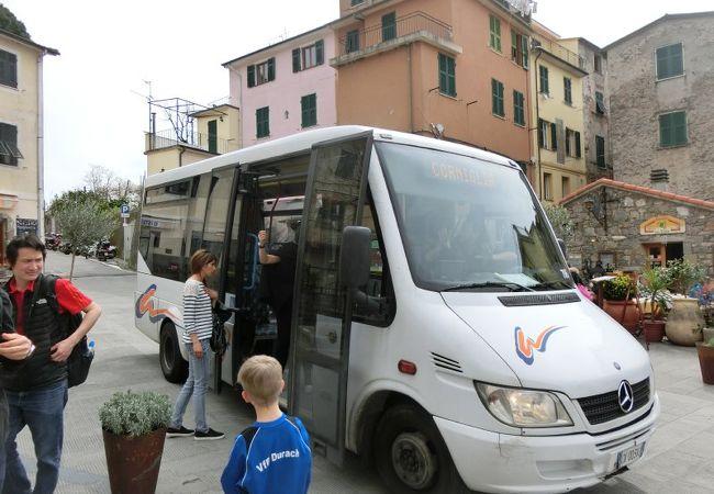 駅から市街へはバスが出ています