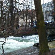 ミュンヘン名物の川サーファー