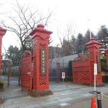 鋳鉄製の門