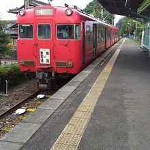 御嵩駅にて。列車は新可児駅と折り返し運転です。