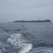 素朴な港の雰囲気と南国感たっぷりのリゾートアイランド