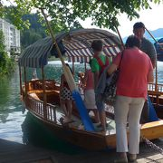 ブレッド島聖母被昇天教会にはぜひボートで渡るべき