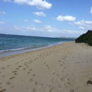 美しく静かなビーチ