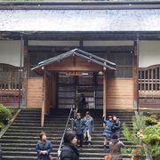 参拝者の入館への出入り口