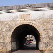 (高雄)蓮池潭からも近いところにある鳳山県旧城の門