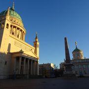宮殿に囲まれた広場