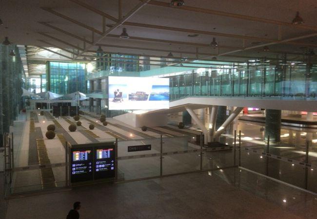 アドナン メンデレス空港 (ADB)
