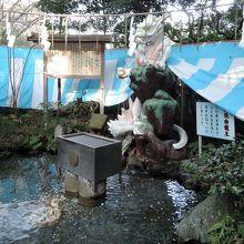 江ノ島神社 銭洗白龍王は辺津宮境内近く