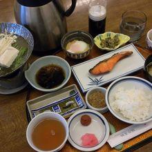 食事処「凡」で頂いた朝食はお腹一杯の内容