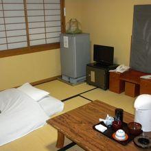 一人部屋は通常4.5畳なのですが配慮して頂きゆったりでした