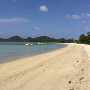 白砂の遠浅の浜
