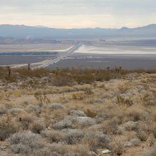 砂漠の直線道路 10マイル (ニプトンロード)