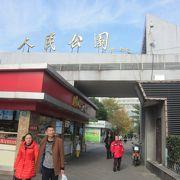 中心部にある上海市民の憩いの公園です