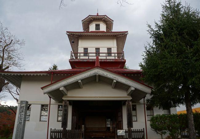 「鐘の鳴る丘」に出てくる、とがった屋根の時計台のモデルとなった建物