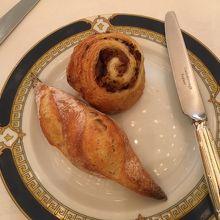 フランスパンとベーコン入りパン