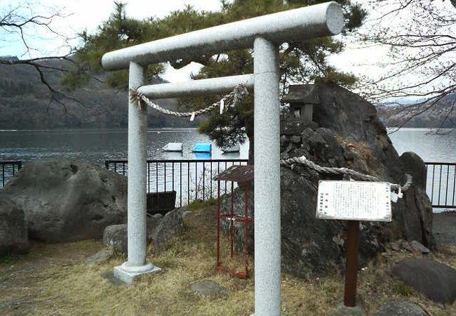 相模湖八景 御供岩