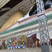 ミャンマーで1,2を争う大きな寝仏