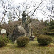 山中鹿助銅像