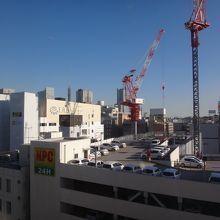 11階の最上階からの眺めは横浜駅&みなとみらい方面