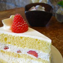 The purpose of this shop is mostly only sales of cakes and sweets, cafe is just a extra