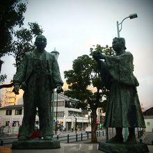 駅前の、秀吉公と石田三成公の出逢いの像