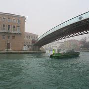 建築家サンティアゴ・カラトラヴァが設計した橋