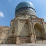 青のコク・グンバス・モスクは中も美しかった。