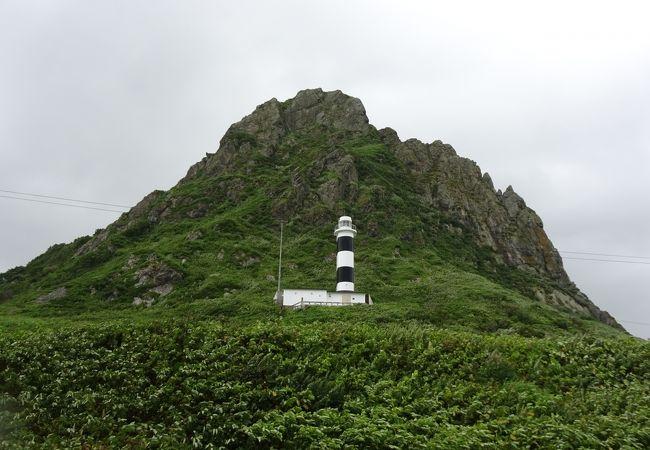 白黒の灯台が目印(北見神威岬)