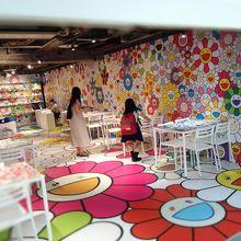 村上隆氏プロデュースのカフェ。