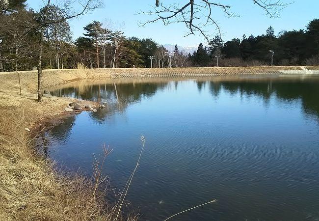 駒ヶ池の近くにある湖