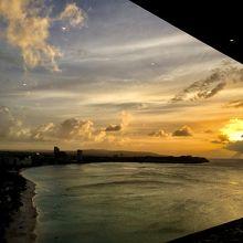 窓際の席なら夕日がきれい