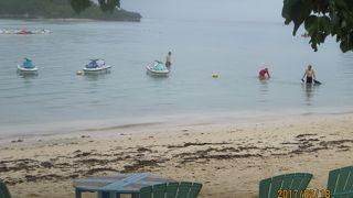 遠浅で静かなビーチ