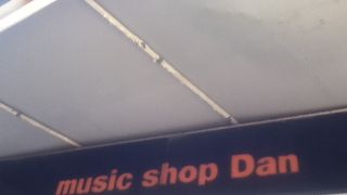MUSIC SHOP dan