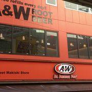 国際通りで目立つ「A&W 国際通り牧志店」