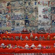 歌舞伎絵や武者絵、力士など様々な絵紙が見事に雪国に潤いを与えています