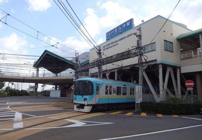 2つの路線の接続駅ですがホームは1本しかありません