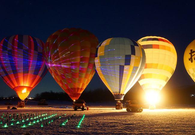 夜は、音楽に合わせ、レーザー光線も使った光の競演