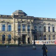 ツヴィンガー宮殿内の美術館