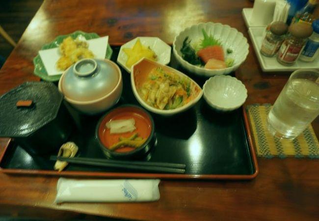 郷土料理の昼食、美味しかった。