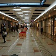 岡山駅前から降りていく地下街