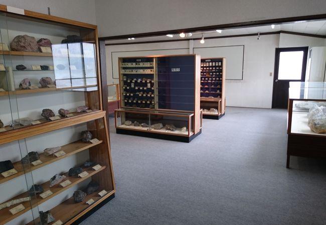 瑞浪鉱物展示館