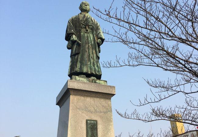 脇坂文助頌徳碑 鈴木淳一銅像