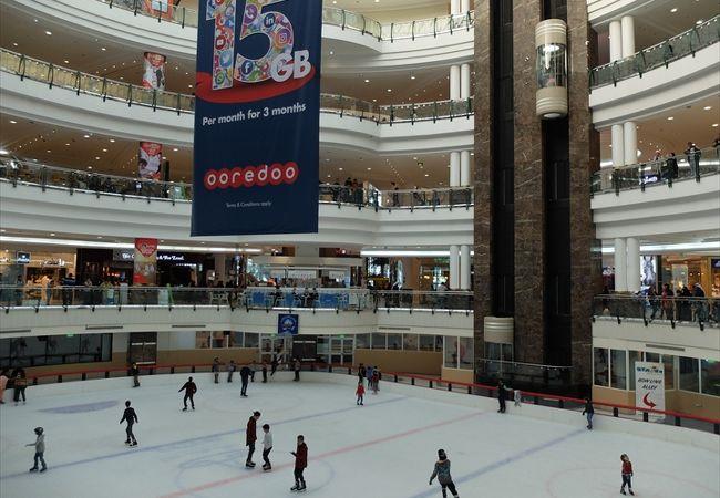 ドーハ港北側の外交地区にある巨大ショッピング・モール