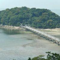 引き潮の時は海を歩いて竹島へ