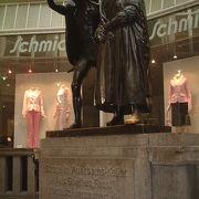 ゲーテの代表作「ファウスト」に登場する「ライプチヒのアウアーバッハス・ケラー」のあるパサージュです。