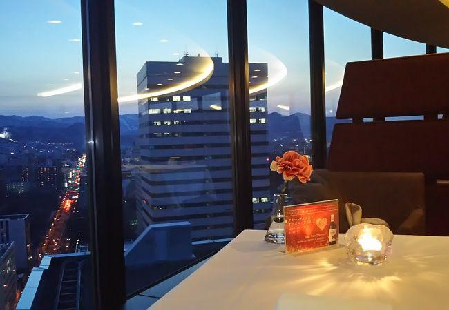 センチュリーロイヤルホテル23階にある回転レストラン