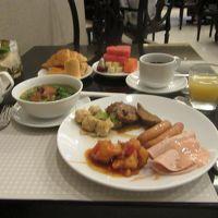朝食ブッフェは、ひととおりの物がそろっていました。