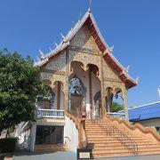 ナイトバザール通りにありますが、静かなお寺です