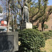 昔の大阪市長の銅像